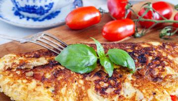 Omelett med ost och kalkon