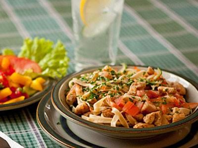 Pastarätt med kyckling och tomat
